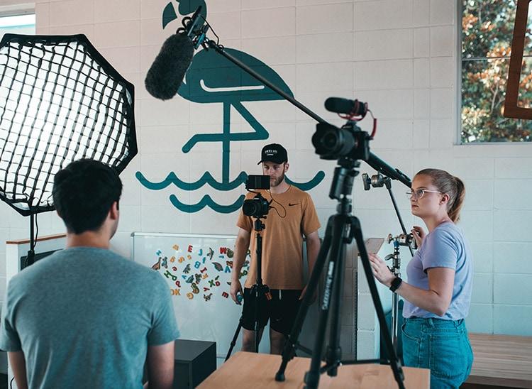 El director de fotografía y el equipo de rodaje