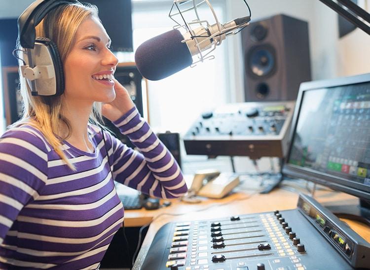 ¿Qué es un locutor de radio y cuál es su función?