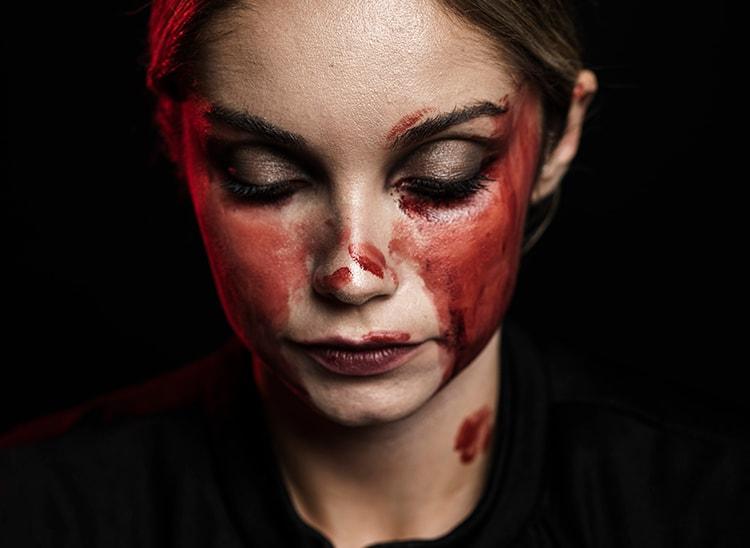 Evolución de la sangre falsa, un clásico del maquillaje FX