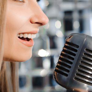 aprende qué es la proyección de la voz