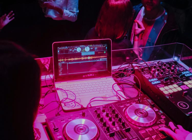 Requisitos para ser DJ: los requerimientos de un buen deejay