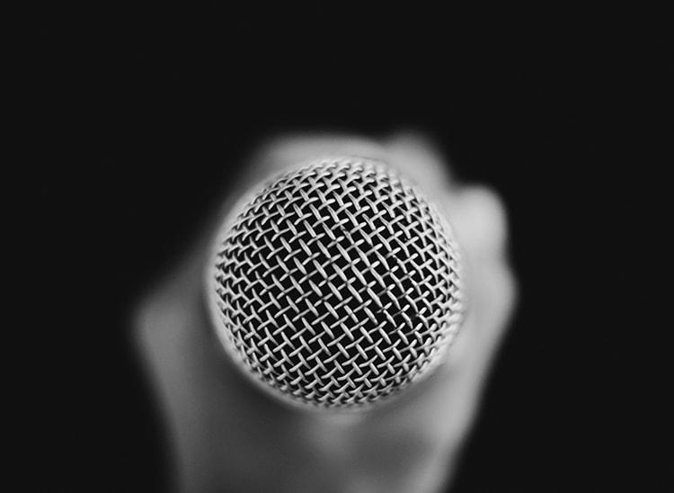 Registros de voz en un actor profesional de doblaje