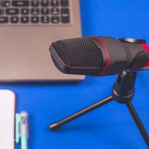 cómo grabar un podcast - técnico de sonido