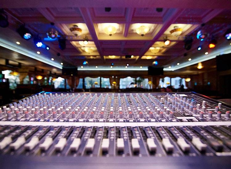 Salidas laborales: DJ para bodas