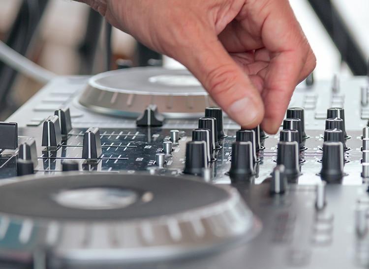 Cómo hacer scratch: técnicas para DJ