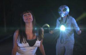 darcy demoss actuando alienígenas